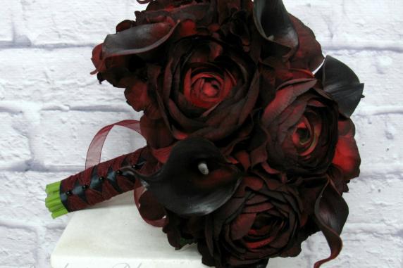 Red black wedding bouquet