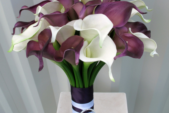 calla lily wedding bouquet plum white real touch wedding flowers bride in bloom. Black Bedroom Furniture Sets. Home Design Ideas