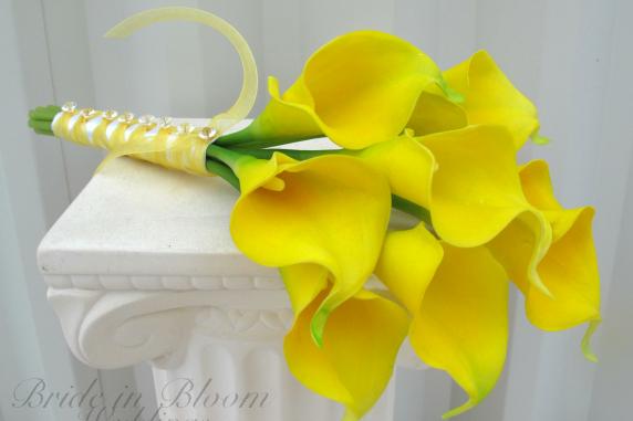 yellow calla lily wedding bouquet bride in bloom. Black Bedroom Furniture Sets. Home Design Ideas